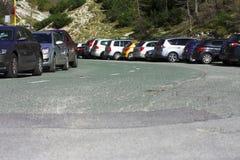 Стоянка автомобилей высокой горы стоковые изображения