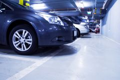 стоянка автомобилей гаража автомобиля нутряная подземная Стоковые Фотографии RF