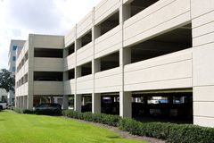 стоянка автомобилей гаража самомоднейшая Стоковое Изображение