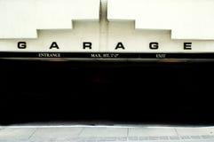 стоянка автомобилей гаража стоковая фотография rf