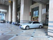 стоянка автомобилей колоннады ars Стоковая Фотография