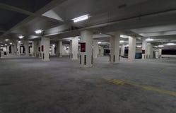 стоянка автомобилей парка серии автомобиля пустая стоковые изображения