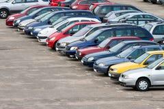 стоянка автомобилей серии Стоковые Фото