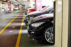 стоянка автомобилей влияния контраста цветов подземная Стоковое Изображение