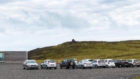 Стояночная площадка автомобиля на полуострове Dyrholaey в Исландии Стоковые Фото