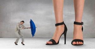 Стоять больших и мелкого бизнеса женщин Стоковые Изображения