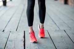 Стоять в идущих ботинках Стоковая Фотография