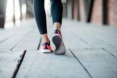 Стоять в идущих ботинках Стоковое фото RF