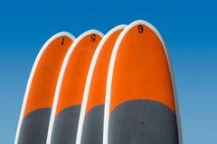 4 стоят вверх доски затвора изолированные против голубого неба Стоковые Фотографии RF