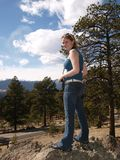 стоящие высокорослые женщины Стоковые Фотографии RF
