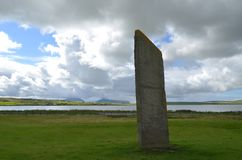 Стоящие камни Stenness, неолитические мегалиты в острове материка оркнейских остров, Шотландии Стоковое фото RF