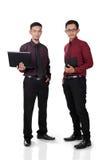Стоящие мужские работники офиса стоковая фотография rf