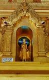Стоящий золотой бирманец Будда Стоковые Фото