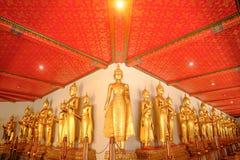 Стоящий тайский золотой Будда Стоковая Фотография