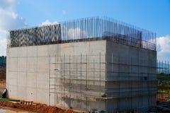 Столбец подвала бетона армированного для моста поезда стоковое изображение rf