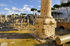 Столбец римского ` s форума и Trajan, центр ` s Рима исторический, Италия Стоковое Изображение