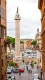 Столбец Trajan на национальном монументе в Риме стоковые изображения rf