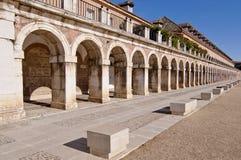 Столбцы в королевском дворце придают квадратную форму в Аранхуэсе, Испании Стоковое фото RF