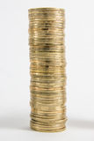 Столбцы золотого и серебряных монет на белой предпосылке Концепция денег, инвестиционный банк Стоковая Фотография