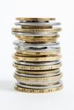 Столбцы золотого и серебряных монет на белой предпосылке Концепция денег, инвестиционный банк Стоковое Изображение RF