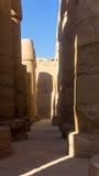Столбцы и в древнем храме Стоковые Фотографии RF
