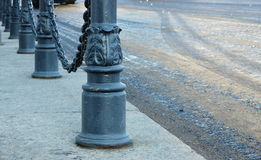 Столбцы с цепями Стоковая Фотография