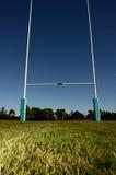 Столбы цели на спортивном поле Стоковое фото RF
