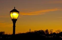 Столб лампы в сумраке с космосом для текста Стоковая Фотография