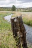 Столб загородки в поле Колорадо Стоковая Фотография