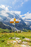 Столб знака показывая пеший путь на Haaregg Стоковая Фотография RF