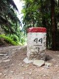 Столб на горной тропе Стоковая Фотография RF