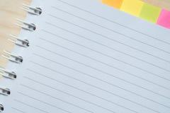 столб примечания предпосылки серый изолированный Стоковое Изображение