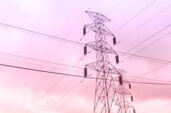 Столб электричества на времени вечера Стоковое Изображение