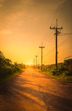 Столб электричества силуэта с красивым заходом солнца Стоковая Фотография