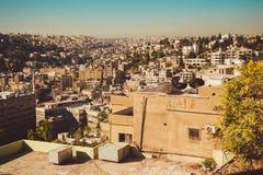 Столица городского пейзажа Аммана, Джордана Вид с воздуха от холма цитадели ландшафт урбанский Жилой район арабское зодчество Вос Стоковые Фотографии RF