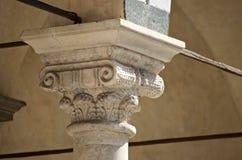 Столица собора Пистойя средневековая украшенная мраморная Стоковое Изображение RF