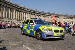 Столичная полицейская машина сопровождает олимпийское реле факела, ванну, Сомерсет, Великобританию Стоковые Фото