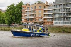 Столичная полиция, морской охраняя блок на реке Темзе Стоковая Фотография