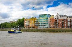 Столичная полиция, морской охраняя блок на реке Темзе Стоковое Фото
