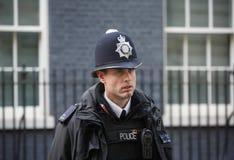 Столичное женщина-полицейский на обязанности в Лондоне Стоковые Фото