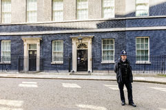 Столичное женщина-полицейский на обязанности в Лондоне Стоковое Изображение
