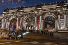 Столичный музей изобразительных искусств на ноче - Нью-Йорк, США стоковые фото