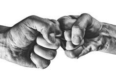 Столкновение 2 кулаков стоковые изображения rf