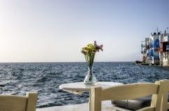 Столовая взморья в Mykonos, Греции Стоковое фото RF