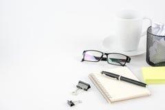 Стол офиса места для работы на белой предпосылке Стоковое Изображение