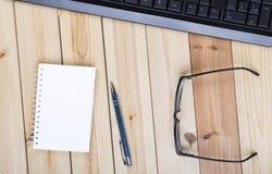 Стол офиса с клавиатурой Стоковое Изображение RF