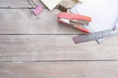 стол пустой Обработка документов канцелярские товаров Стоковая Фотография RF