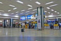 Стол регистрации в авиапорте Ахмадабада стоковые изображения rf