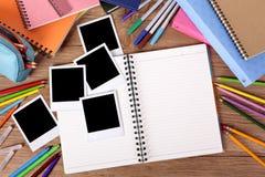 Стол студента колледжа с пустым фотоальбомом Стоковое Фото