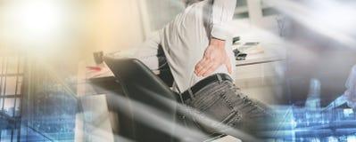 Страдание бизнесмена от боли в спине, светового эффекта; множественный exp стоковое изображение rf